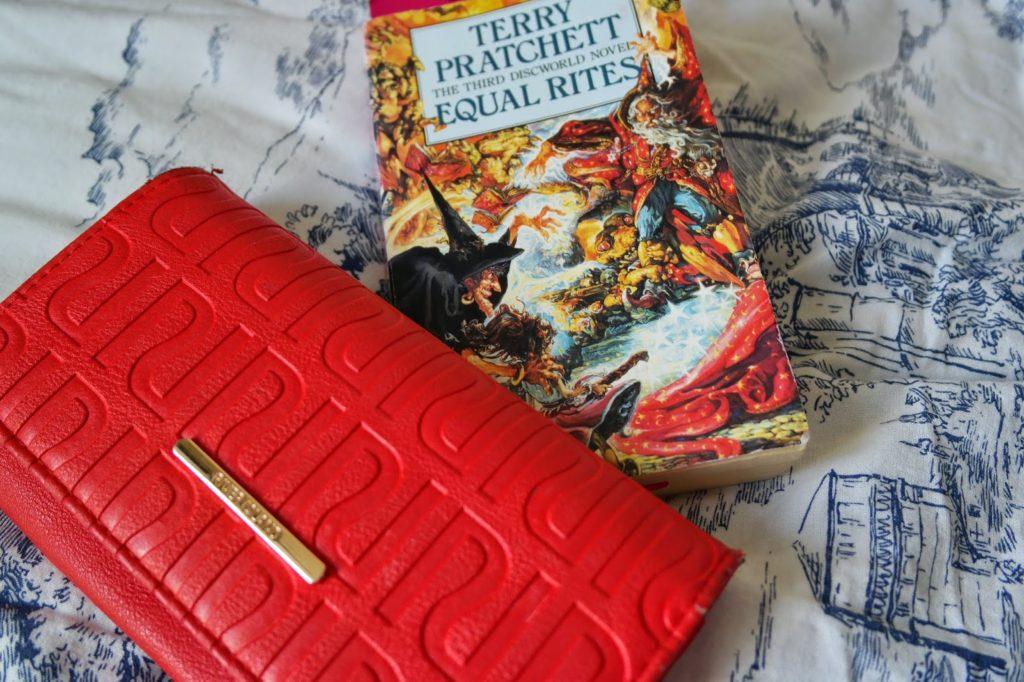 terry pratchett book and purse