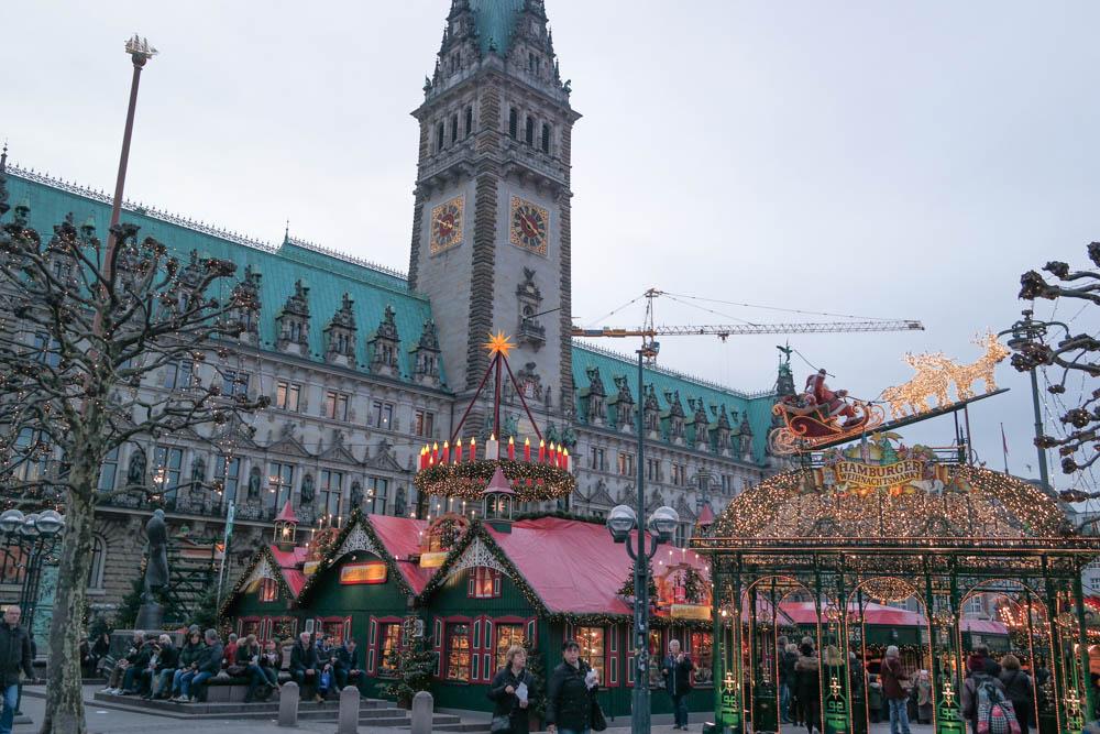 Hamburg-Rathaus-Christmas-Markets