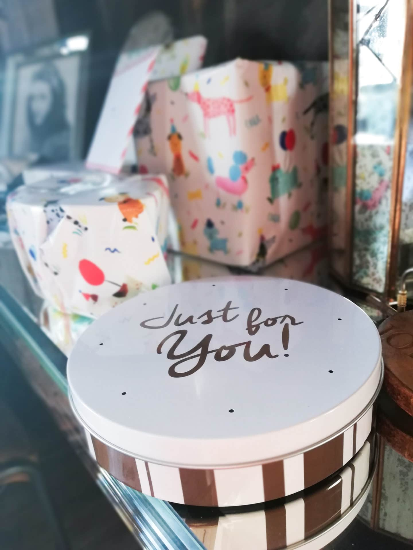 Letterbox Cake from Bakerdays Birthday Presents - Grandiose Days