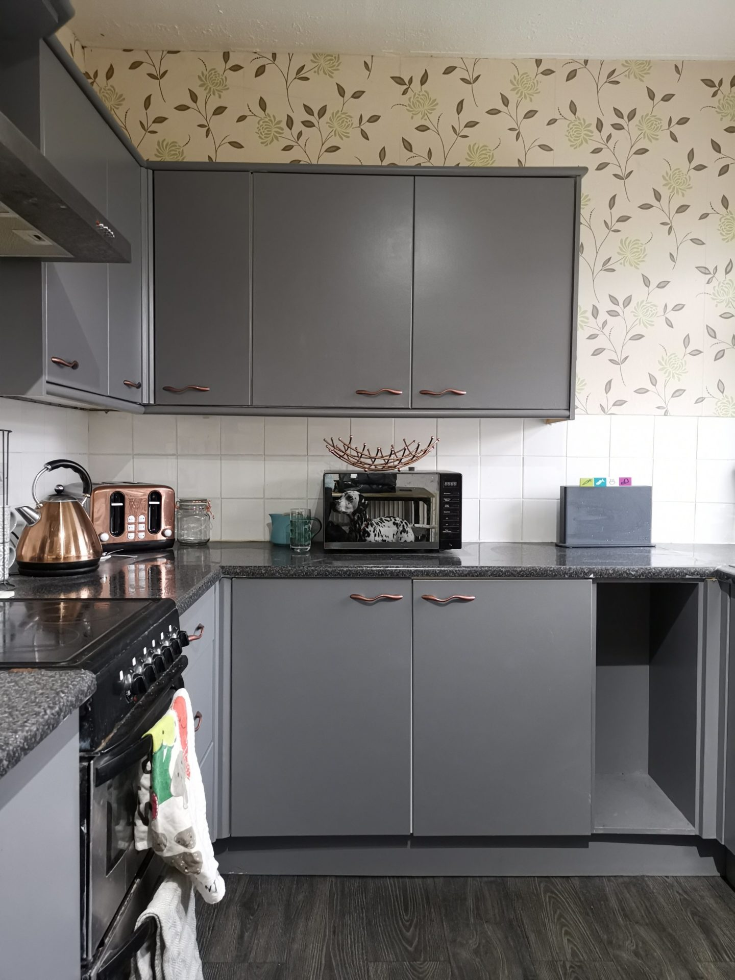 Kitchen Renovation under £250 - After Photo - Grey and Rose Gold