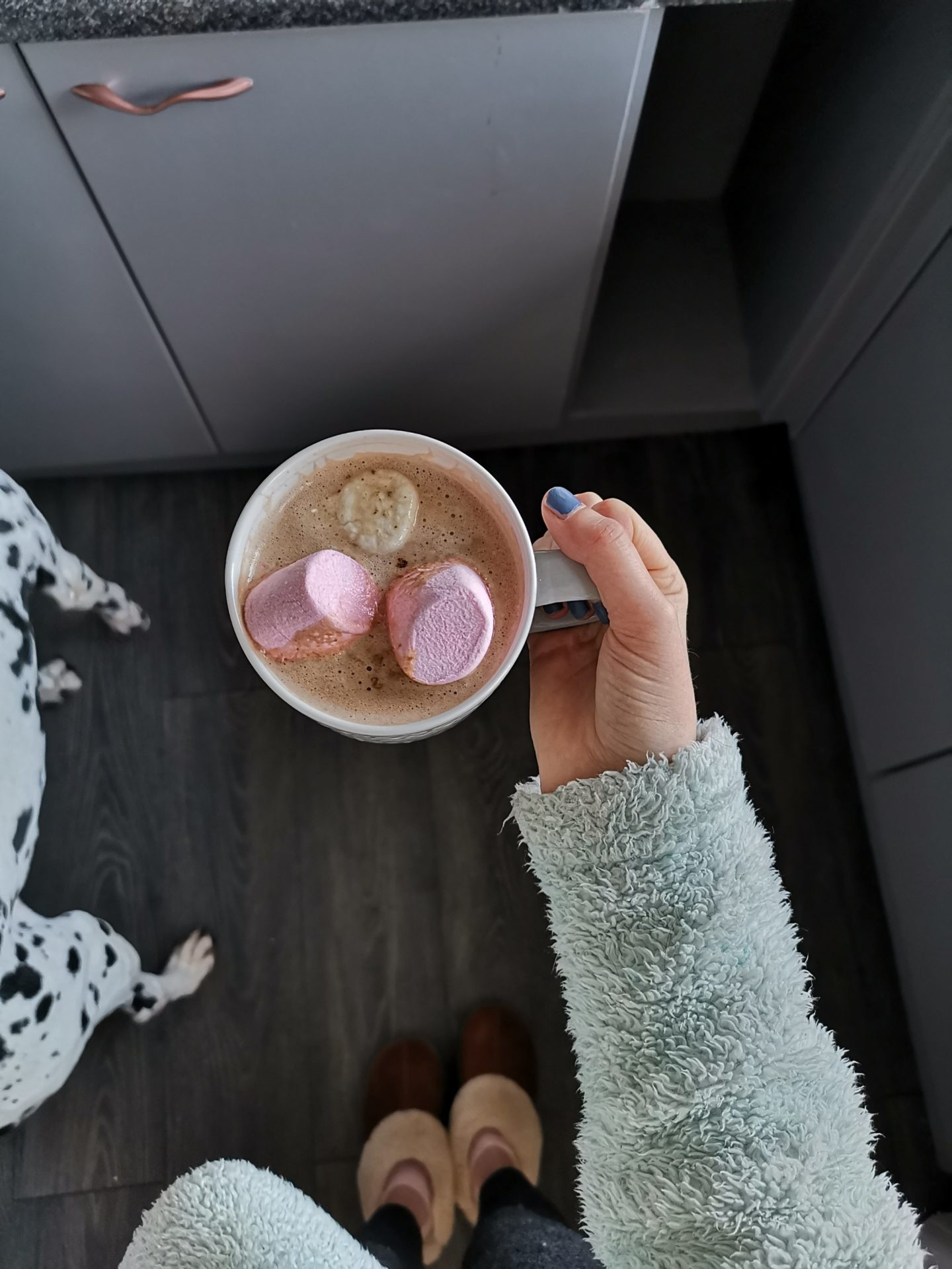 Kitchen Renovation under £250 - After Photo - Grey flooring - Coffee with Marshmallows